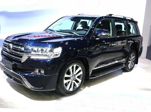 New 2018 Land CRuiser Picture