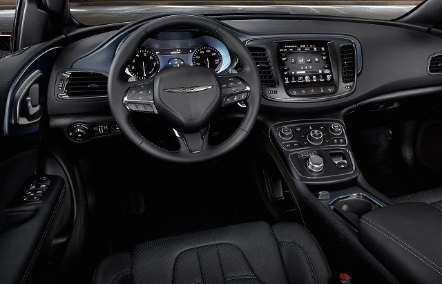 2018 Chrysler 100 Picture