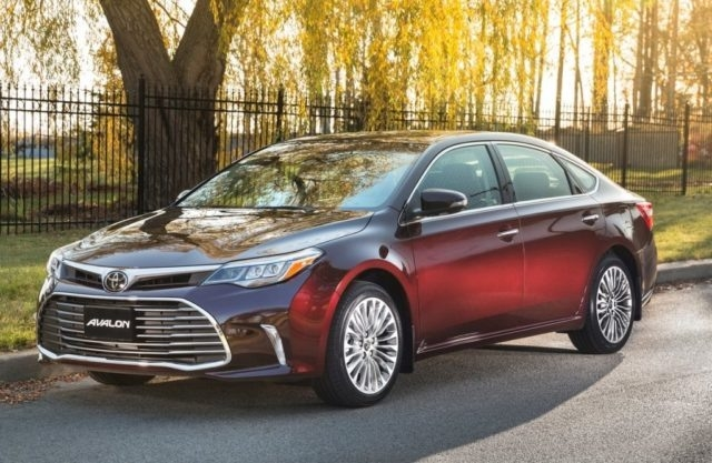 New 2019 Toyota Avalon Hybrid Review and Specs